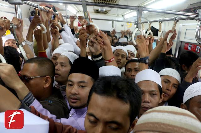 Massa Aksi 411 Dari Jabodetabek  Padati Statsiun Djuanda
