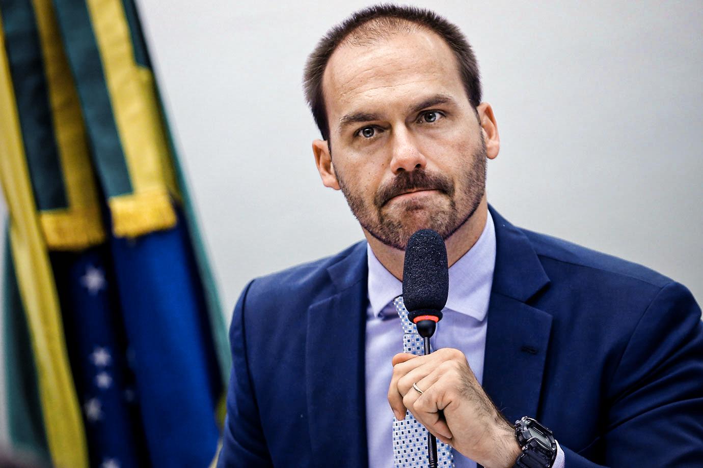 Facebook suspende conta de deputado filho de Bolsonaro por 30 dias; Eduardo recorre