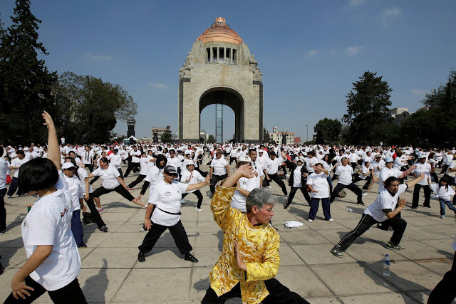 This could be the world's biggest Tai Chi class
