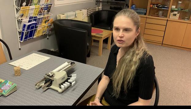 Linda u Pichtova psacího stroje