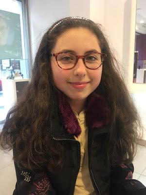 Alejandra se pone gafas graduadas,