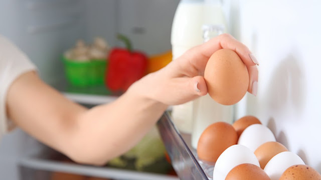 كيفية تخزين البيض النيئ في الثلاجة
