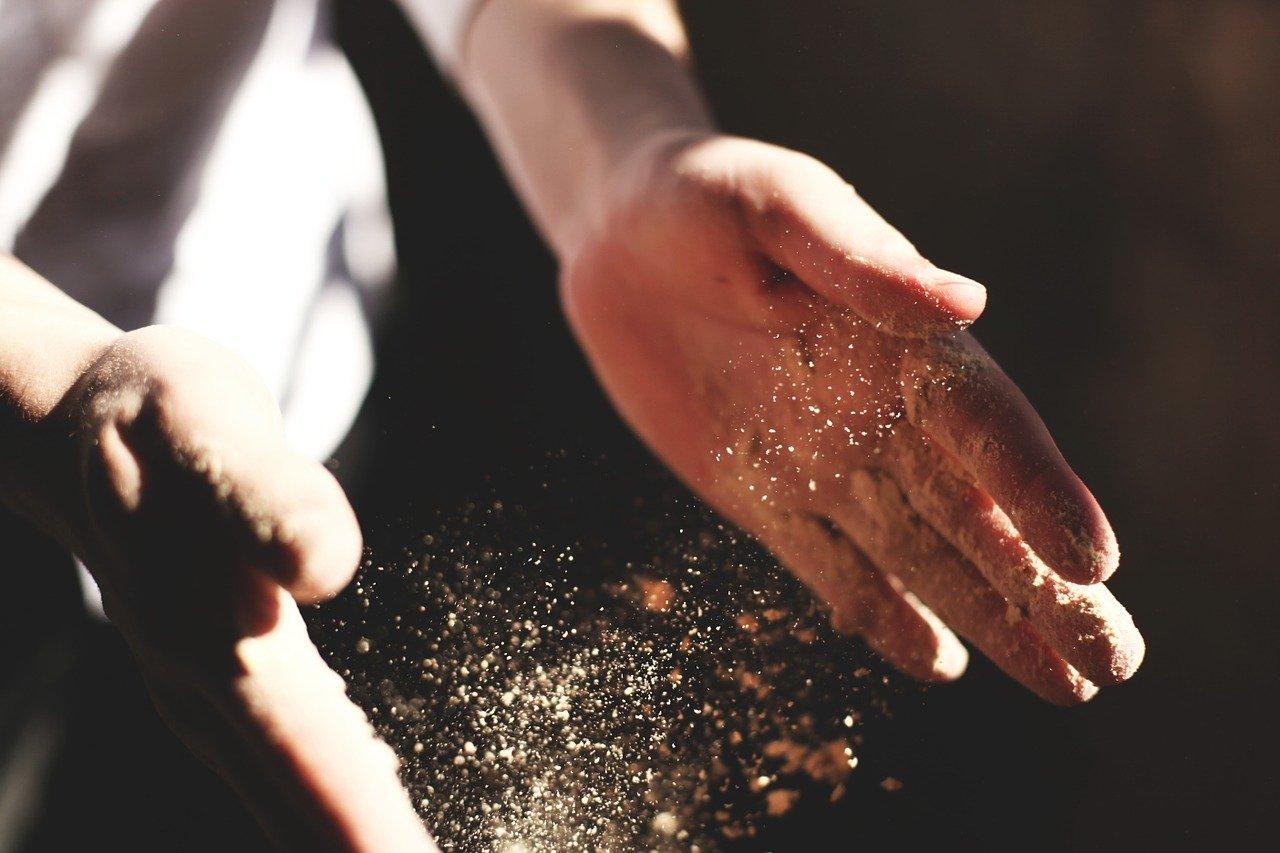 snackenglish, snack, grit, dust, hands, polvo, gravilla