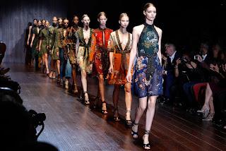 Desifle de moda da Gucci 2017 na Abadia de Westminster