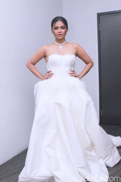 Cantiknya Citra Scholastika Denga Dress Putih