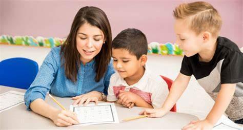 كيف تساعدين ابنك على الدراسة في البيت