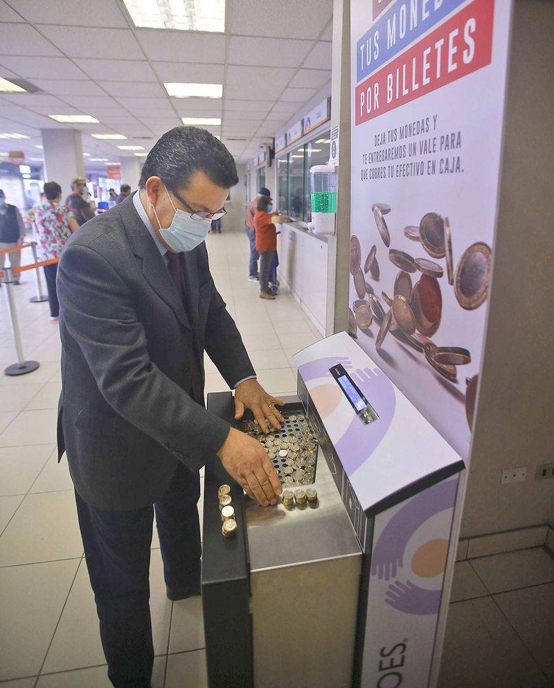 Debutaron las máquinas que reciben monedas de $10 a $500