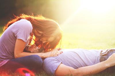 خلفيات رومانسية للجوال 2016 رومانسية couple-cute-kiss-smi