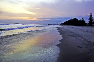 http://www.jurnalwisata.com/2017/04/pantai-pantai-indah-dengan.html