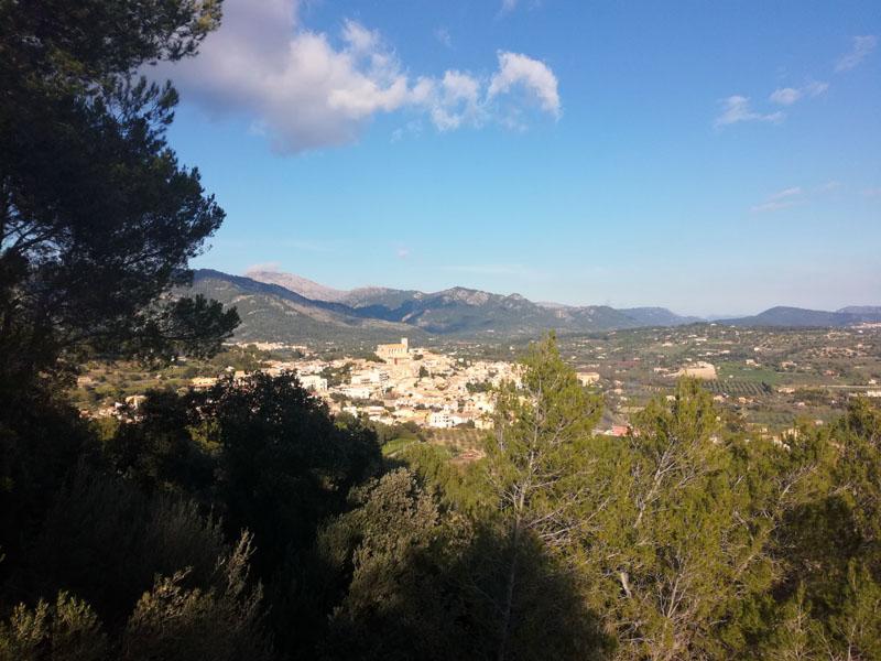 Il paesino di Selva visto da Ermita Crist Rei - Mallorca
