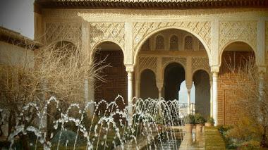 Algunas curiosidades sobre el Patio de la Acequia en la Alhambra de Granada