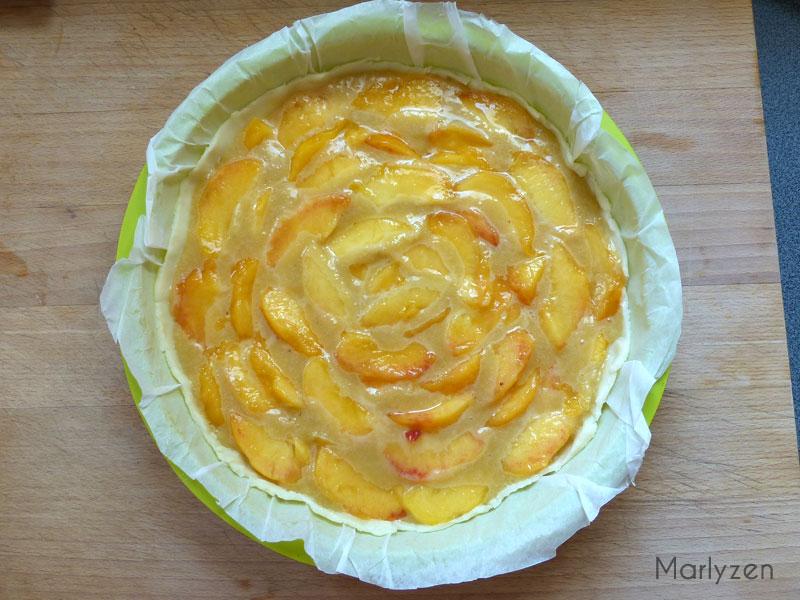 Disposez les tranches de nectarines sur la crème d'amande.