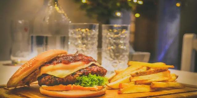 perbedaan burger dan hamburger