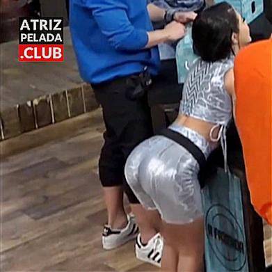 """Mc Mirella MUITO SEXY rebolando em """"A Fazenda 12"""""""