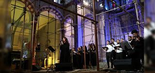 """""""بيروت ترنم للأمل"""".. من قلب كنيسة دمرها انفجار مرفأ العاصمة"""