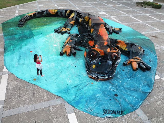 While we last heard from him in London, our friend Bordalo II is now back in Portugal where he just finished another impressive installation on the streets of Agueda.