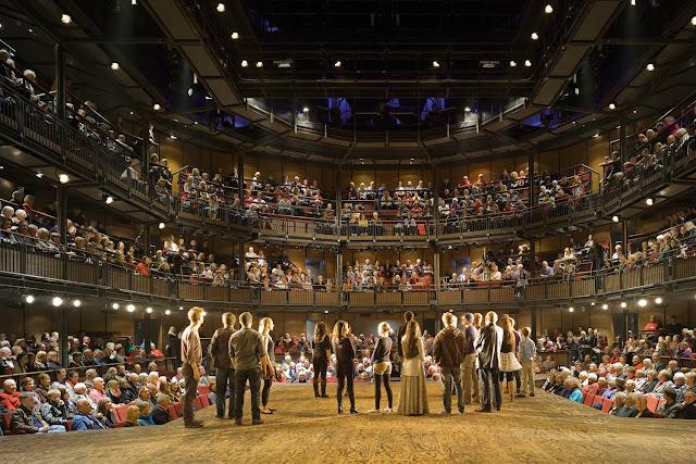 Público en el teatro principal de la Royak Shakespeare Company