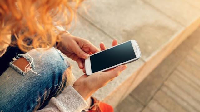 Bahaya Bagi Kesehatan Jika Menyimpan Ponsel di Tempat Ini