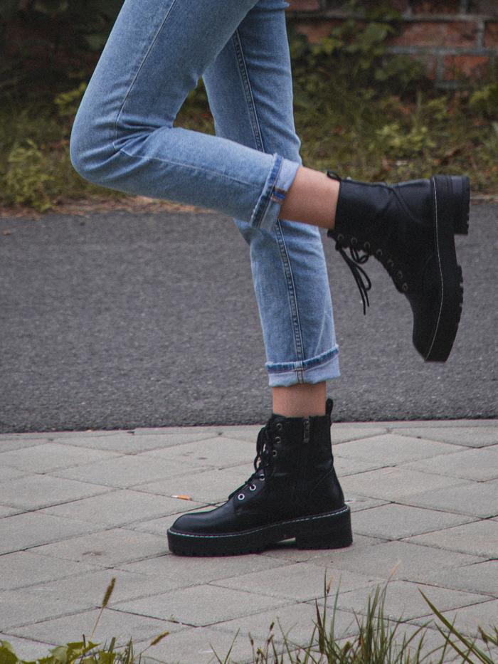 czane buty ze sznurówkami