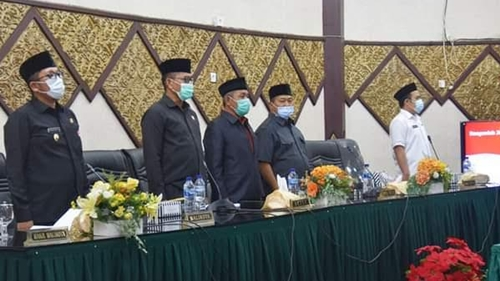 Rapat Paripurna DPRD Kota Padang, Mahyeldi Diberhentikan dan Hendri Septa Diusulkan Jadi Wali Kota Padang