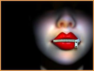 gambar gadis berlipstik merah dikunci mulutnya
