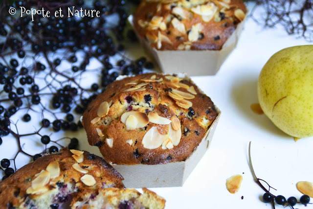 Cakes individuels aux baies de sureau noir et aux poires © Popote et Nature