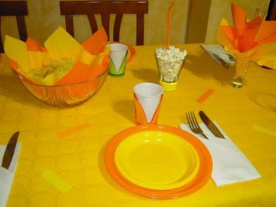 Tavola preparata per una cena, in questo caso per il capodanno con gli amici