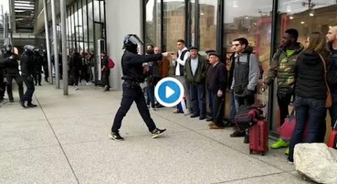 Így bánnak a demonstrálókkal Macron erőszakos rendőrei – videó