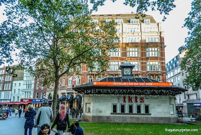 Quiosque de ingressos para o teatro em Leicester Square, Londres