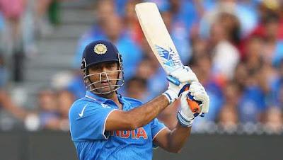 वनडे क्रिकेट में 200 छक्के लगाने वाले पहले भारतीय बल्लेबाज बने महेंद्र सिंह धोनी