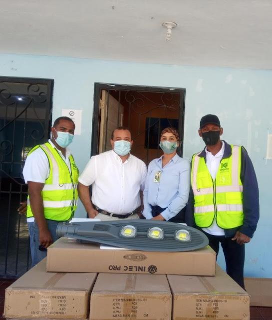 Khoury Industrial busca contribuir seguridad de Cabral con donativo de luminarias LED.