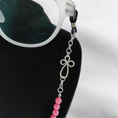 Cat Eye Face Mask / Eyeglasses Chain - Close-up of the Clover leave