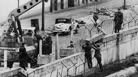 Megemlékezések a berlini fal építése kezdetének évfordulóján