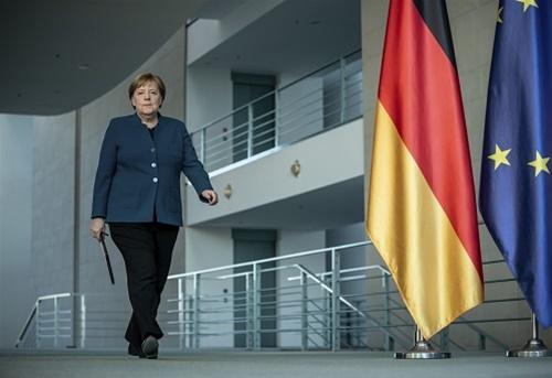 Η «μοναξιά» της Μέρκελ και η απόσταση Βερολίνου Αθήνας