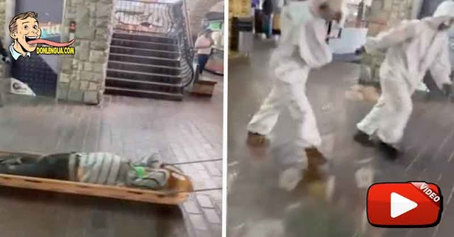 Funcionarios de salud del Régimen arrastran a un hombre que se desmayó en La Casona