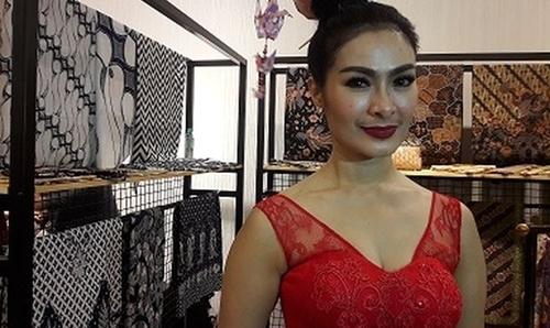 Lagi, Iis Dahlia Jadi Sasaran Julid Netizen karena Baju