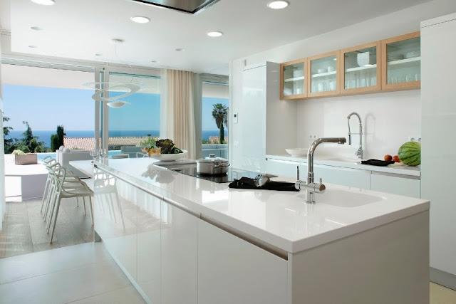 cocina de diseño blanca