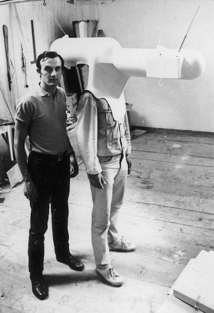 Casco de televisión portable de Walter Pichler - 1967