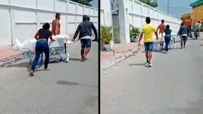Familiares sacan a la fuerza el cuerpo de un fallecido por covid-19 de un hospital colombiano y lo trasladan por las calles