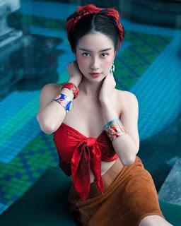"""Dàn hot girl Việt """"bẻ lái"""" từ ngây thơ sang phong cách quyến rũ"""
