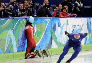 Momentaufnahme von Sportlern witzig