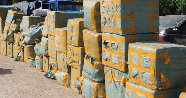 Custom seize goods (AK47 ,sex enhancement drugs and gallons of vegetable oil) worth N995,539,642.00 within two months in Sokoto/Zamfara Command