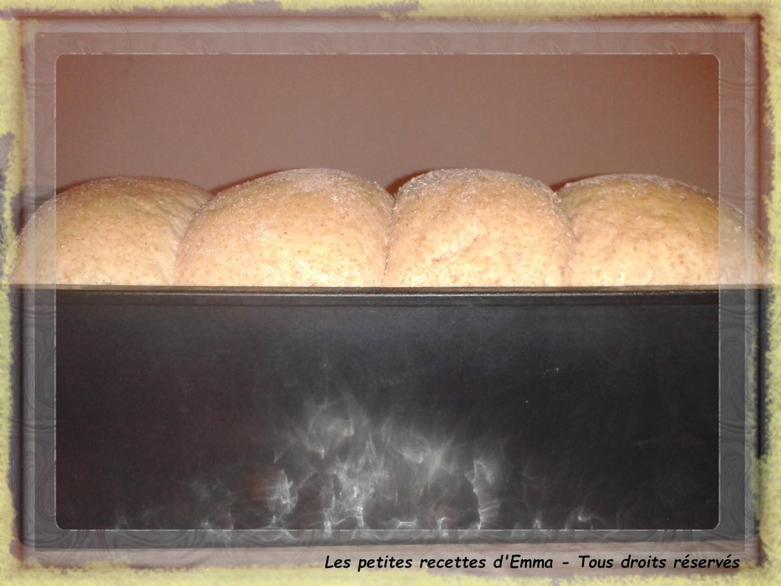 les petites recettes d 39 emma brioche aux saveurs de no l la farine compl te de grand peautre. Black Bedroom Furniture Sets. Home Design Ideas