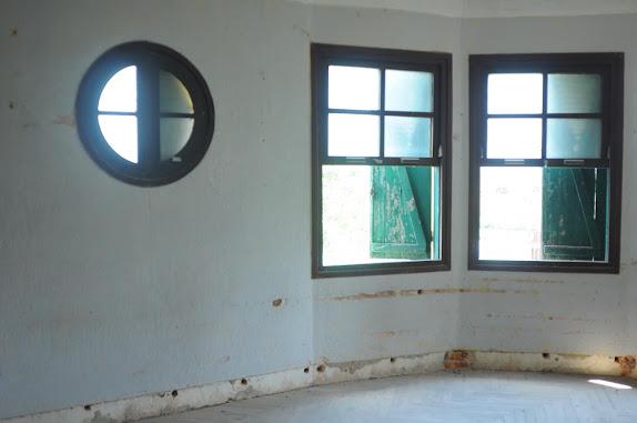 Nội thất một phòng ở lầu 1 của biệt thự bỏ hoang Đà Lạt