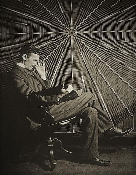 Nikola Tesla  Creador de la Corriente Eléctrica Alterna  Vida + Inventos + Patentes  Video