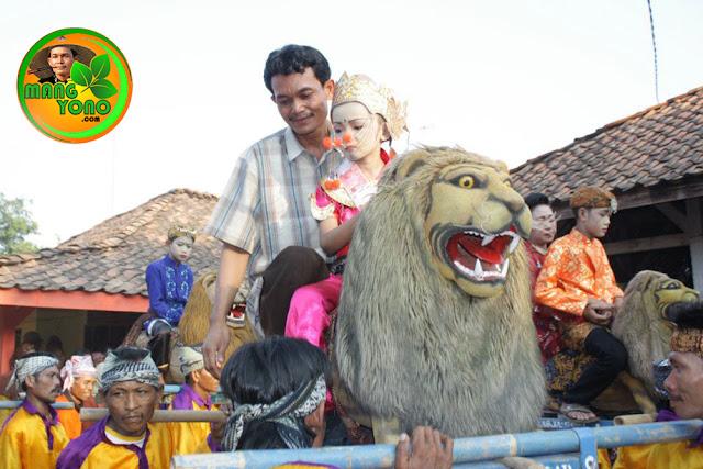 Tradisi seni sisingaan dari Subang