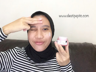 Cara pemakaian Scarlett Whitening Brightly Ever After Day Cream