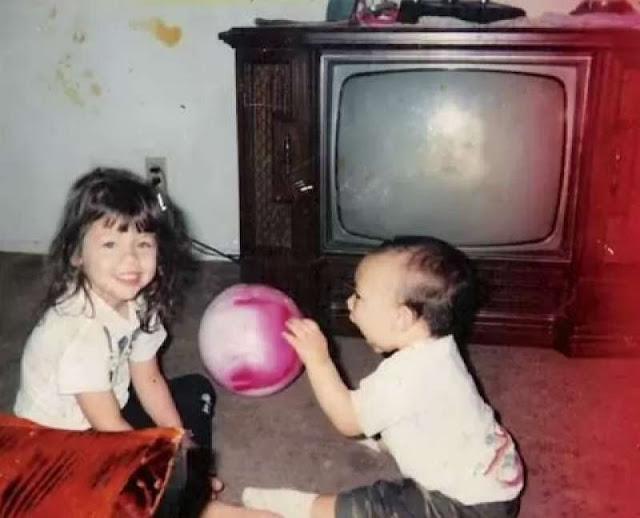 Ada yang ane di foto dua anak kecil ini...