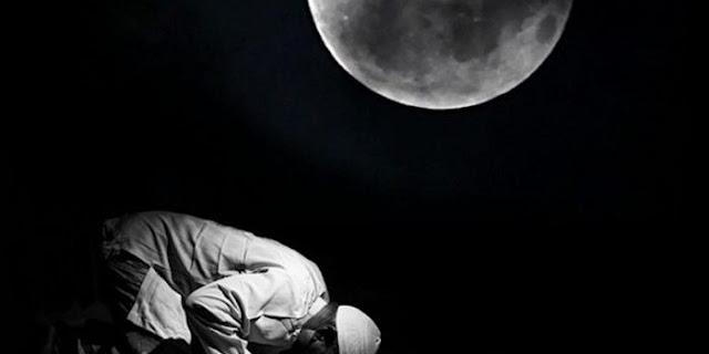 Memiliki Banyak Keutamaan, Sempatkan Baca Ayat Ini Setelah Sholat & Sebelum Tidur