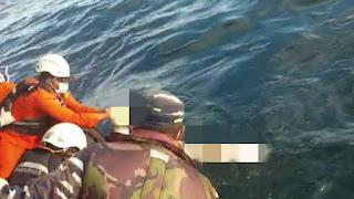 TNI AL Bersama Potensi SAR Evakuasi Korban 17 Kapal di Perairan Kalbar